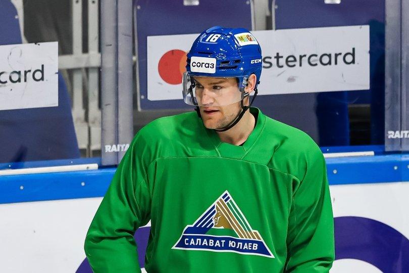 Салават Юлаев подтвердил заключение контракта с центрфорвардом Джеффом Плэттом.