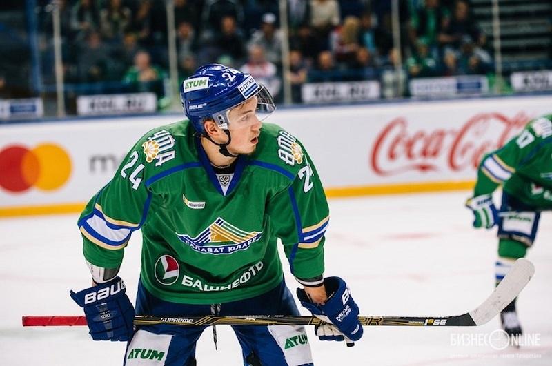 23-летний хоккеист уфимского Салавата Юлаева Михаил Воробьев получил тяжелую травму и пропустит длительный срок
