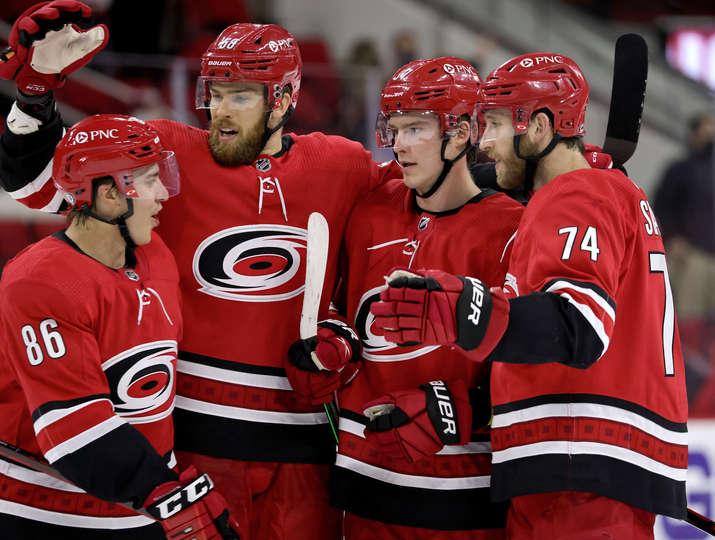 Свечников забросил дважды, а Каролина приблизилась к победе в регулярном чемпионате НХЛ