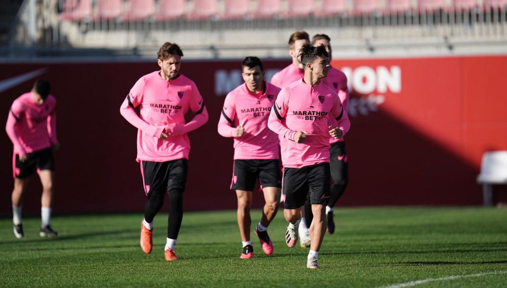 Футболисты «Севильи» на тренировке