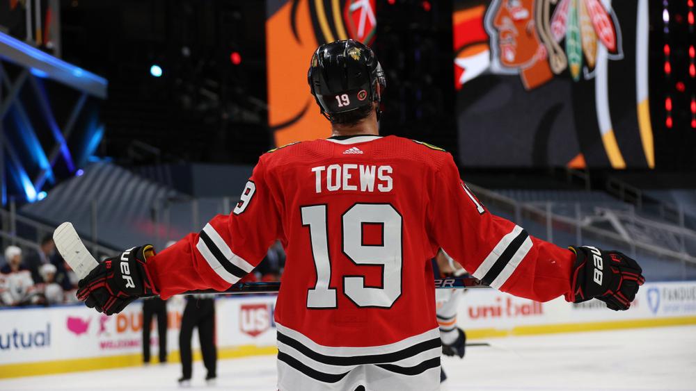 32-летний лидер клуба НХЛ Чикаго Джонатан Тэйвс сообщил, что не приедет в тренировочный лагерь своей команды