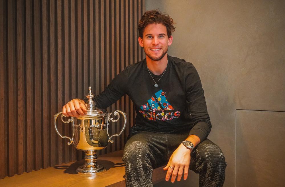 Доминик Тим с кубком победителя US Open-2020