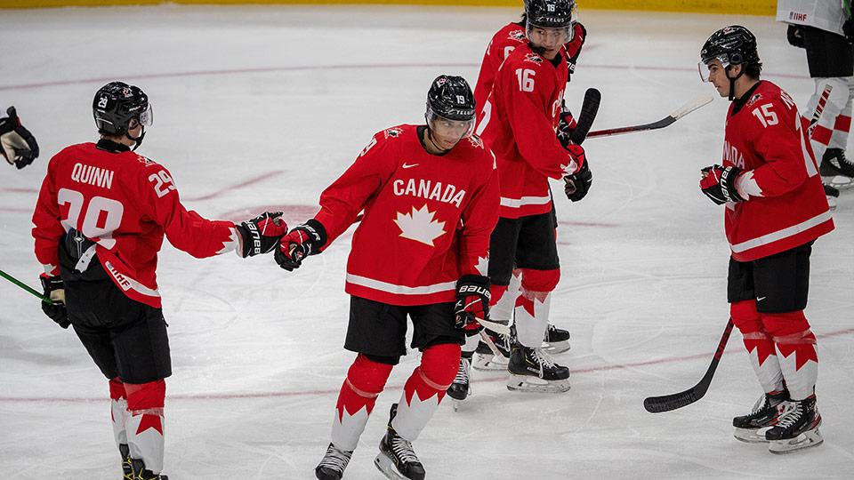 Сборная Канады продолжает удивлять результативностью на домашнем чемпионате мира по хоккею среди молодежных команд