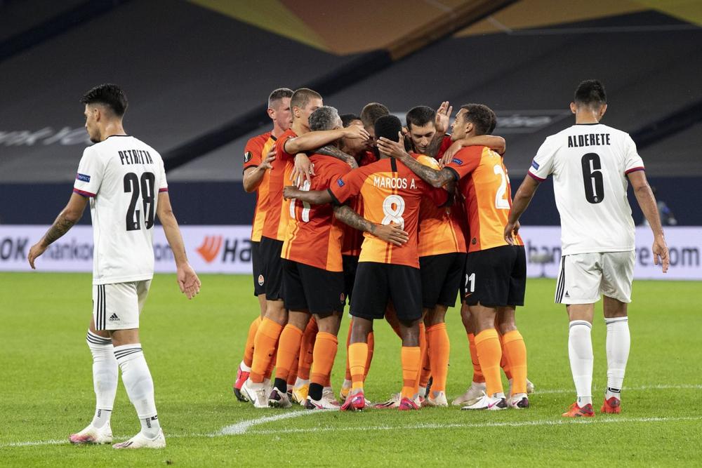 ФК «Шахтёр» празднует гол в ворота «Базеля»