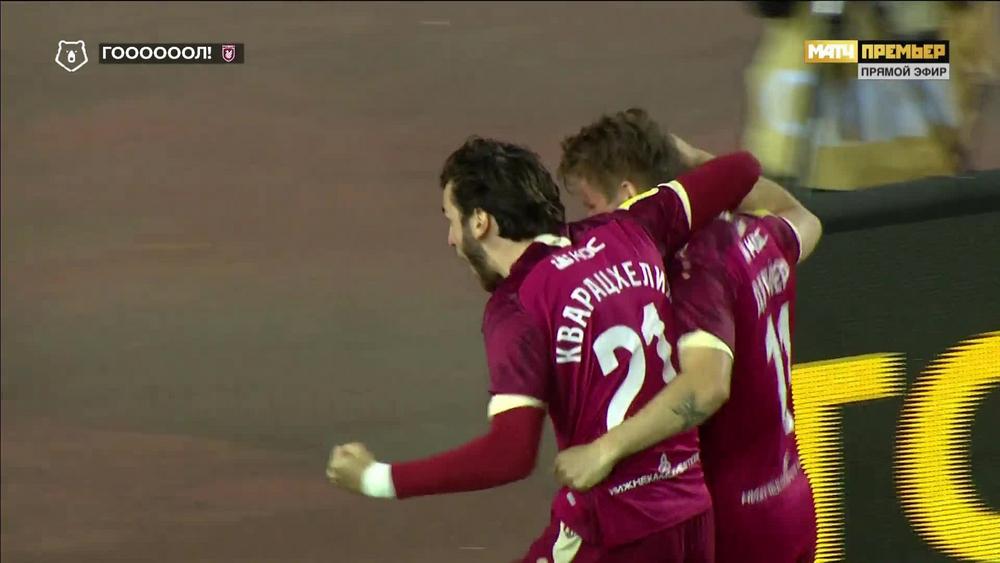 Футболисты «Рубина» празднуют первый гол