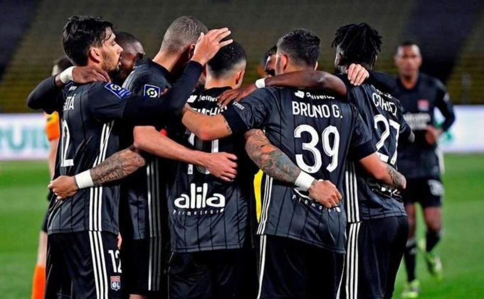 "У ""Лиона"" возникли трудности на стадии 1/8 финала Кубка Франции"